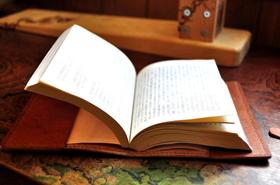 信頼のある男は本を読む。読書紳士に贈りたいブックカバー5選