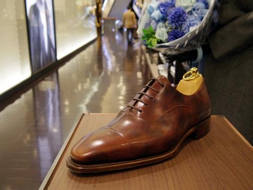 オフを彩るオシャレな国産イタリア靴ならペルフェット