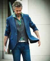 【薄い×薄いは時代遅れ!?】オフの休日スタイルを華やかに彩るカラージャケット着こなし術