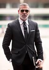 【結婚式からデートまで】男の格をあげるブラックスーツ着回し術