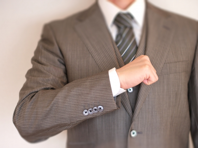 「人前に立つ男」へ贈る本格派スーツといえばヘンリープール