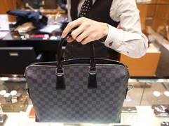 上質なバッグを求めるビジネスパーソンに愛されるLOUIS VUITTON