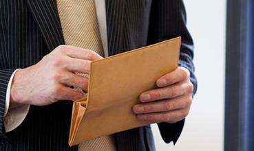 あなたならどう選ぶ?やり手起業家のための革財布5つのポイント