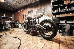 引用:https://pixabay.com/static/uploads/photo/2014/07/31/23/37/motorbike-407186_640.jpg?attachment