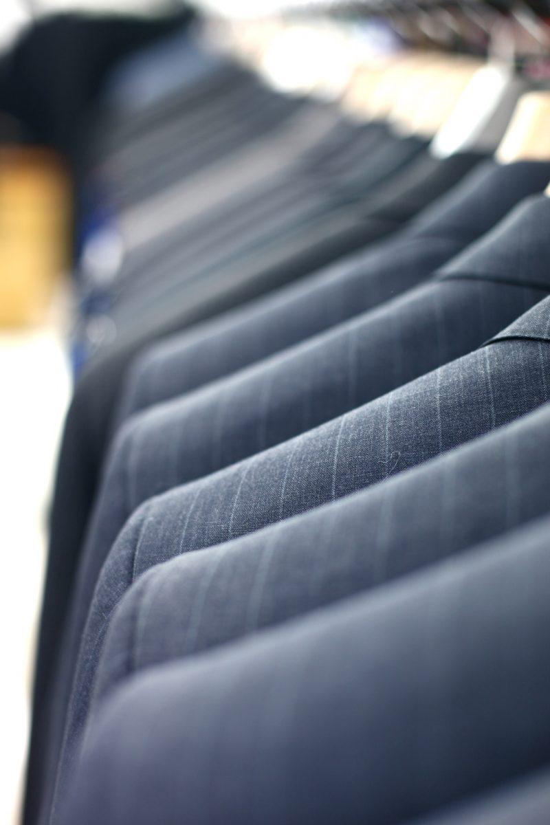 一流のビジネスパーソンはスーツの色で印象を操作している
