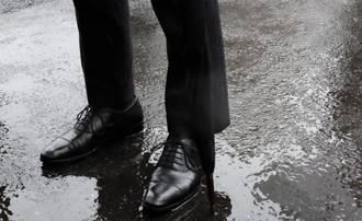 雨に濡れてしまった革靴~お手入れの4ステップとやってはいけないこと