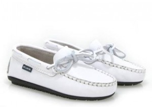 https://atlantamocassin.com/site/shop/white-lace-moccasins-in-white-2/