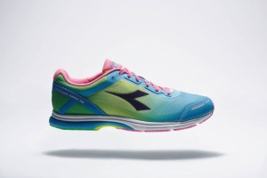 http://www.diadora.co.jp/running/10732/