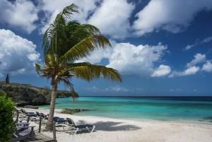 https://static.pexels.com/photos/878/sea-sky-beach-holiday.jpg