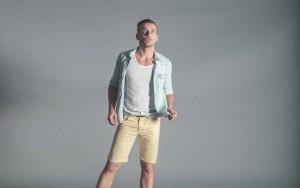 引用:https://static.pexels.com/photos/5265/fashion-man-person-shorts.jpg
