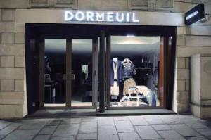 引用:http://www.dormeuil.com/wordpress/wp-content/themes/dormeuil/medias/timeline/2002.jpg