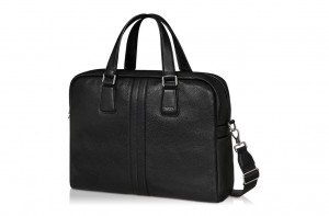 引用:http://store.tods.com/Tods/JP_EN/categories/Man/Spring-Summer/Bags/Document-holder/Tod%27s-Medium-Pillow-Bag-Briefcase/p/XBMMCPL1300CVDB999