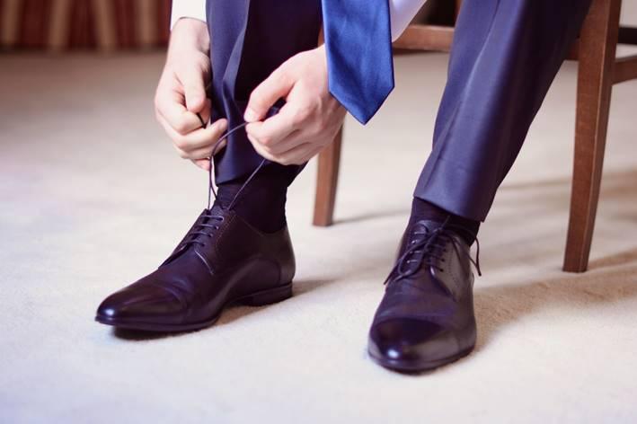 黒のベルト、靴は、重たくかっちりした印象を与える色です。