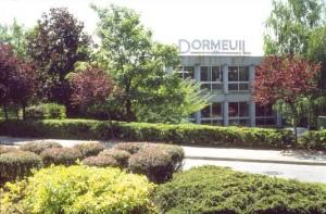 引用:http://www.dormeuil.com/wordpress/wp-content/themes/dormeuil/medias/timeline/1974.jpg