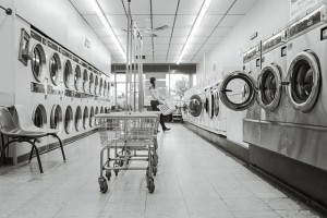 引用: https://pixabay.com/static/uploads/photo/2014/12/14/16/05/laundry-saloon-567951_960_720.jpg