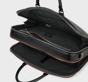 引用: http://www.paulsmith.co.jp/shop/men/accessories/bags/products/8637956110N131___