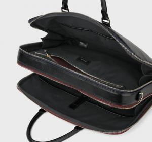 引用: http://www.paulsmith.co.jp/shop/men/accessories/bags/products/8637956110N131___