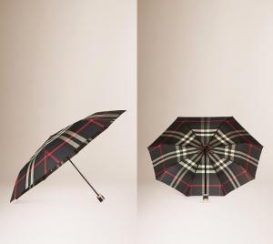 スクリーンショットを張り付けています https://jp.burberry.com/check-folding-umbrella-p40047661