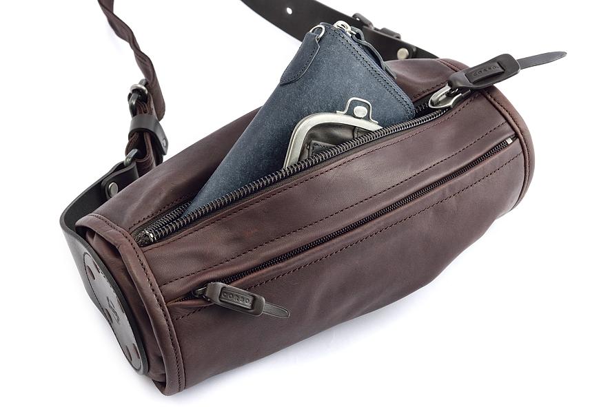 オフシーンの個性的な革小物なら、日本のバッグ職人が作るコルボ