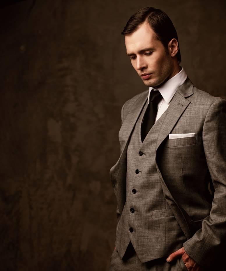 アリストンのスーツを普段から着こなしてこそダンディな男