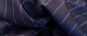 (引用: http://www.vitalebarberiscanonico.jp/fabrics/スーツ/301/ペレンニアル・ブルーストライプ)