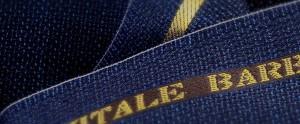 (引用: http://www.vitalebarberiscanonico.jp/fabrics/ジャケット/299/ホップサック・ブルー)