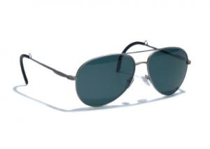 引用: https://www.loropiana.com/jp/eshop/サングラス-my-sunglasses-n.0-n.p.e.l.p.-titanium/p-FAD9740