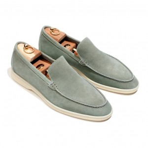 引用: https://www.loropiana.com/jp/eshop/shoes-summer-walk-water-repellent-suede/p-FAE8124