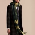 引用:https://jp.burberry.com/oversize-check-cashmere-scarf-p39945551