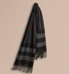 引用:https://jp.burberry.com/oversize-check-cashmere-scarf-p39945531