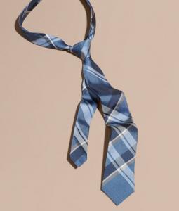 引用: https://jp.burberry.com/modern-cut-check-jacquard-silk-tie-p40368151