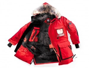 引用:http://www.canadagoose.jp/assets/migrations/demandewear/aata_prd/on/demandware.static/-/Sites-CanadaGooseCA-Library/default/dw0346212b/images/our-story/craftsmanship/SnowMantra.jpg