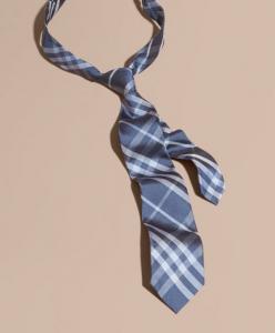 引用: https://jp.burberry.com/modern-cut-check-silk-tie-p40368311