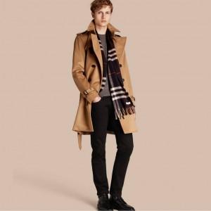 引用:https://jp.burberry.com/cashmere-trench-coat-p40279321