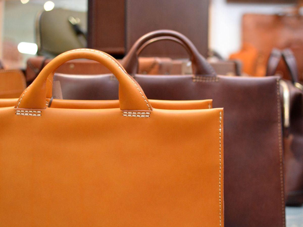 30代ビジネスマンなら少し高くても永く使えるHERZのバッグがおすすめ