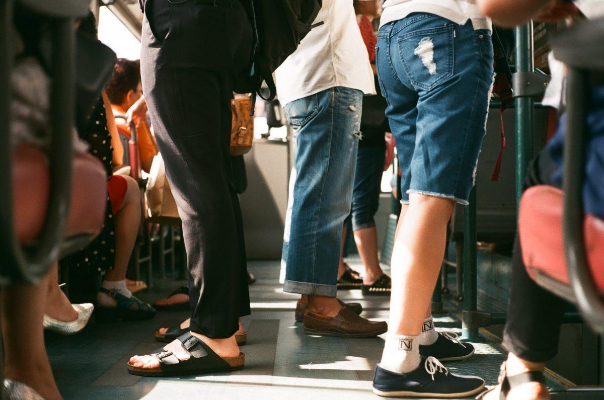 【イヤホン大特集】スーツを着る大人へ、イヤホンで通勤時間を活用