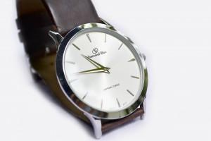 引用:https://pixabay.com/en/wrist-watch-watch-clock-time-style-183143/