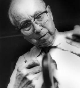 引用:http://www.yoshidakaban.com/img/history/history_chronology_top_pic.jpg