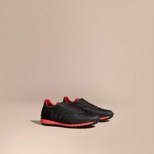 引用:https://jp.burberry.com/textural-trim-technical-sneakers-p40271771