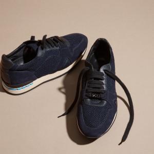 引用:https://jp.burberry.com/the-field-sneaker-in-suedemesh-p40243911