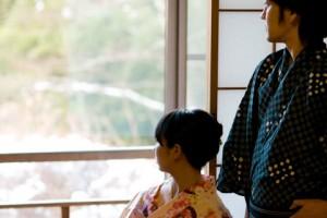 引用:http://freebies-db.com/free-photo-onsen-couple-window.html