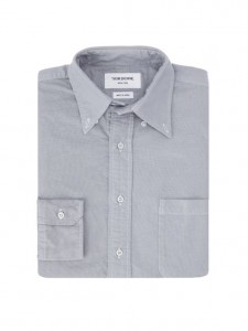 (引用: https://www.thombrowne.com/LONG-SLEEVE-SHIRT-IN-LIGHT-BLUE-GARMENT-DYE-OXFORD-391.html)