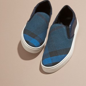 引用:https://jp.burberry.com/canvas-checkleather-slip-on-trainers-p40213191