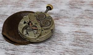 引用:https://pixabay.com/en/clock-pocket-watch-movement-1205634/