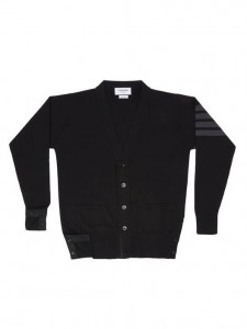 (引用: https://www.thombrowne.com/V-NECK-CARDIGAN-WITH-4-BAR-STRIPE-IN-BLACK-MERINO-385.html)