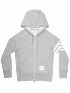 (引用: https://www.thombrowne.com/FULL-ZIP-HOODIE-WITH-ENGINEERED-4-BAR-UNIVERSITY-STRIPES-191.html)