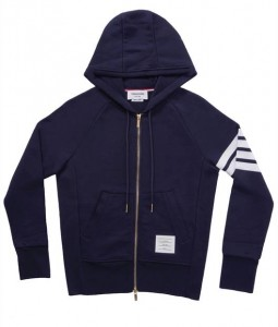 (引用: https://www.thombrowne.com/FULL-ZIP-HOODIE-WITH-ENGINEERED-4-BAR-UNIVERSITY-STRIPES-192.html)