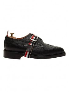(引用: https://www.thombrowne.com/classic-long-wingtip-brogue-with-red-white-and-blue-leather-strap-73.html)