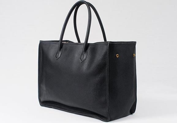 一泊出張でこそ使いたい。シンプルで品よく使えるCISEIのバッグ