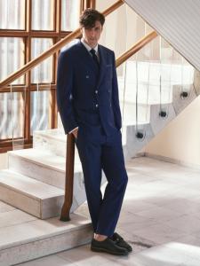 引用: http://www.corneliani.com/en/collection/suit-double-breasted-pinstripe-wool-SS17